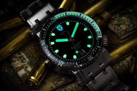 Biatec-Leviathan-diving-watch-luminous-01