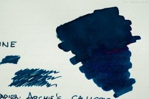 Próbka na papierze Archie's Calligraphy